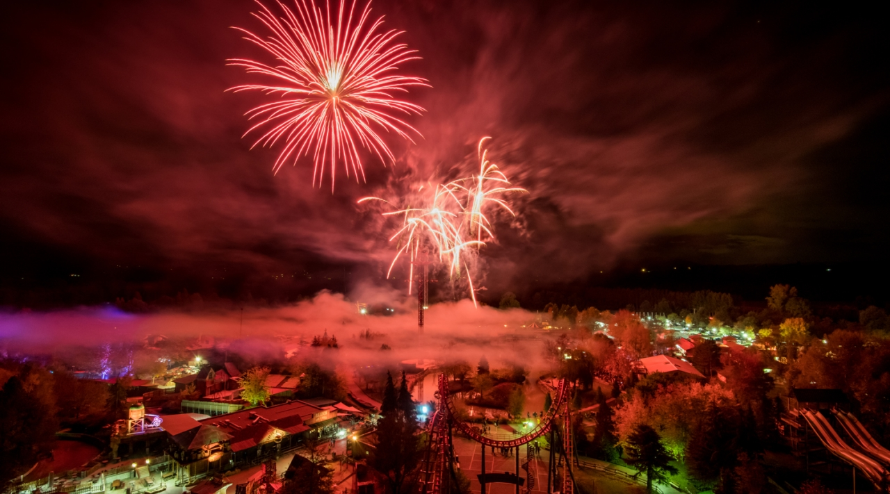 photo des feux d'artifices nocturnes halloween à walibi rhône-alpes